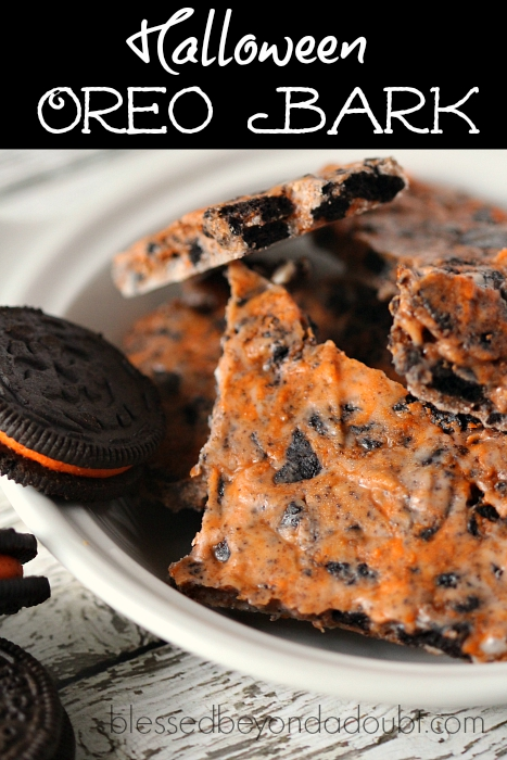 So easy Halloween Oreo Bark! Oh yum!