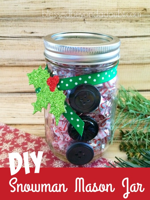 Super easy and cute DIY snowman mason jar. It's the perfect little gift for the ones that you're not sure if you should buy a gift for or not.