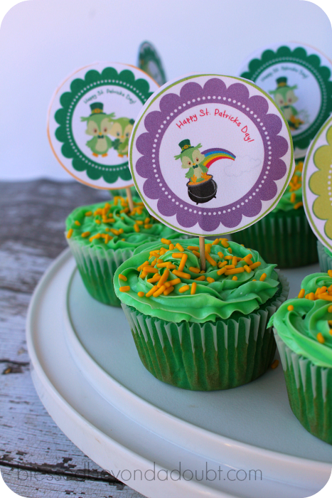FREE St. Patrick's Day Cupcake Toppers. Super festive!