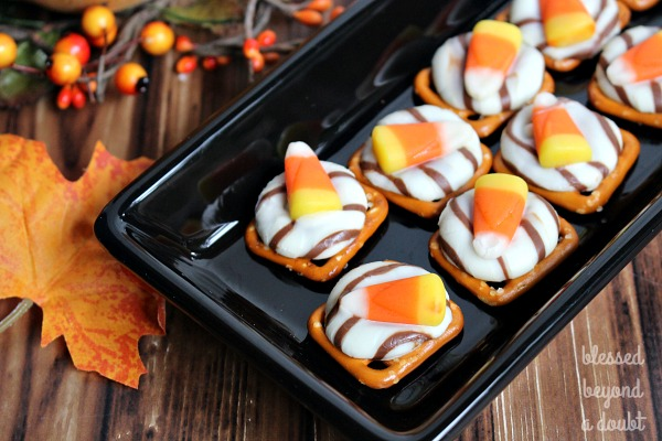 candy-corn-pretzel-melts_blog-2