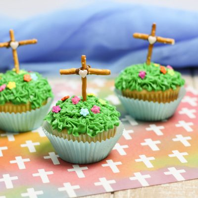 How to Make Cross Cupcakes like a Pro