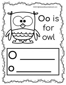 Here are FREE Halloween worksheets that will keep your student busy while practicing their handwriting. Students will also learn new vocabulary, too. #halloween printablesfreeforkids #halloween worksheetspreschool #halloweenworksheetspreschoolfree